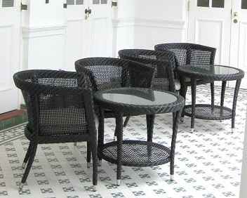 Garderin Furniture outdoor chair with table