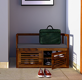 Comfy and rich shoe rack in solid wood